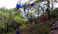 Paraşütçüyü ağaç dalları kurtardı