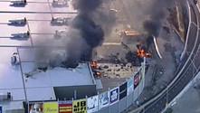 Avustralya'da uçak AVM'ye düştü