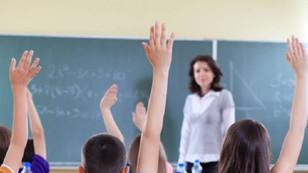 MEB'de 2 bin 400 öğretmen açığa alındı