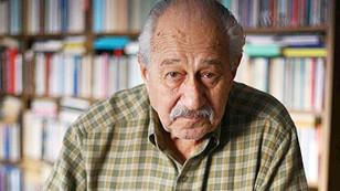 Ahmet Oktay şiirleriyle yaşıyor