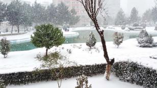 İstanbul'da kar yağışı başladı, trafik felç!