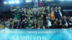 Banvit tarihinde ilk kez Türkiye Kupası'nı kazandı