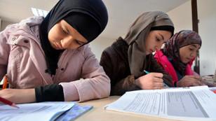 Türkiye'de 200 bin Suriyeli öğrenci var