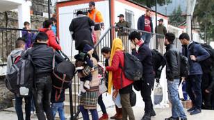 6 kişilik yelkenlide 60 sığınmacı!