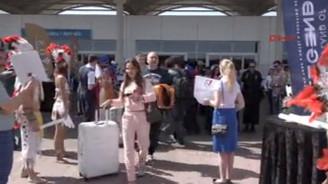 Antalya'ya bir günde 190 uçakla 41 bin turist gelecek