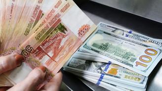 Dolar, ruble karşısında eridi