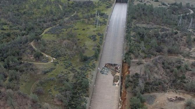 ABD'de barajdaki delik binlerce kişiyi tahliye ettirdi