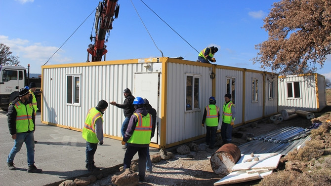Deprem bölgesinde konteyner okul kuruluyor