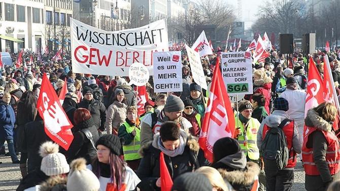 Almanya'da kamu çalışanları uyarı grevi yaptı