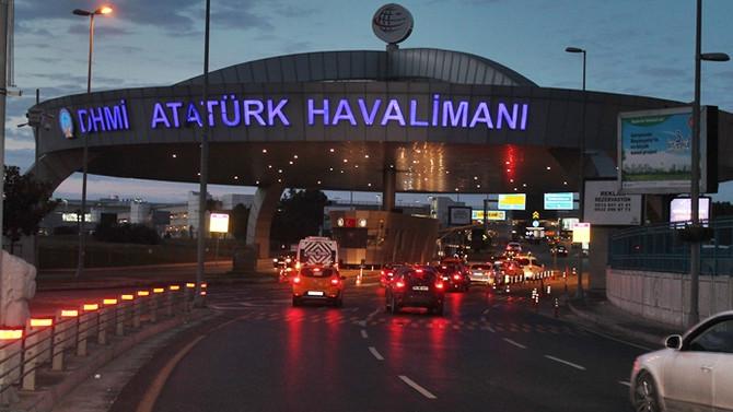 Atatürk Havalimanın Girişinde Şüpheli Bir Araca Ateş Açıldı