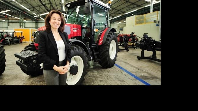 Çiftçilerin önerileriyle ürettiği traktörleri dünyaya satıyor