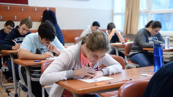 Türkiye'de öğrenciler mutsuz