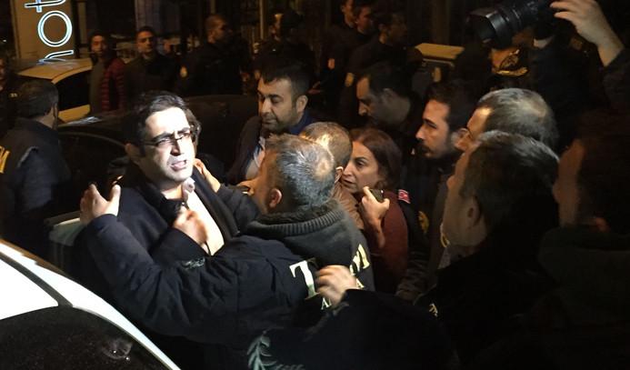 HDP eşbaşkanları ve 10 vekil gözaltında