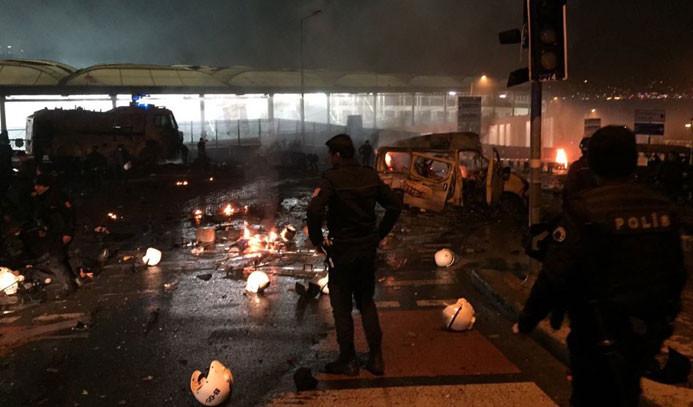 İstanbul'da polise bombalı araçla saldırı