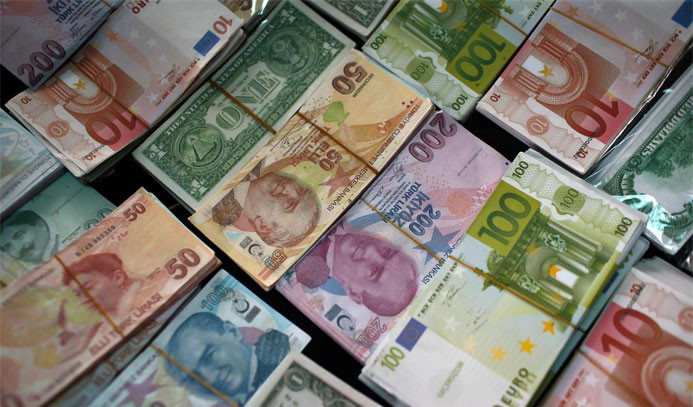 Euro 4 lirayı, dolar 3.78'i geçti