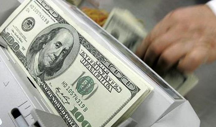 Dolar dalgalı günü yatay kapattı