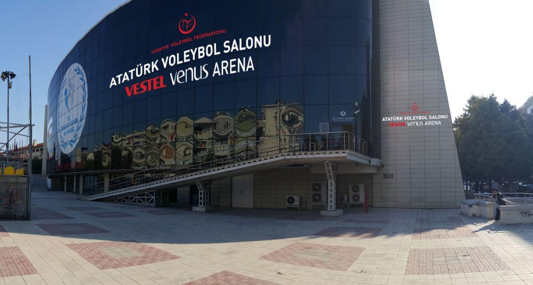 Vestel İzmir'de voleybol salonuna sponsor oldu