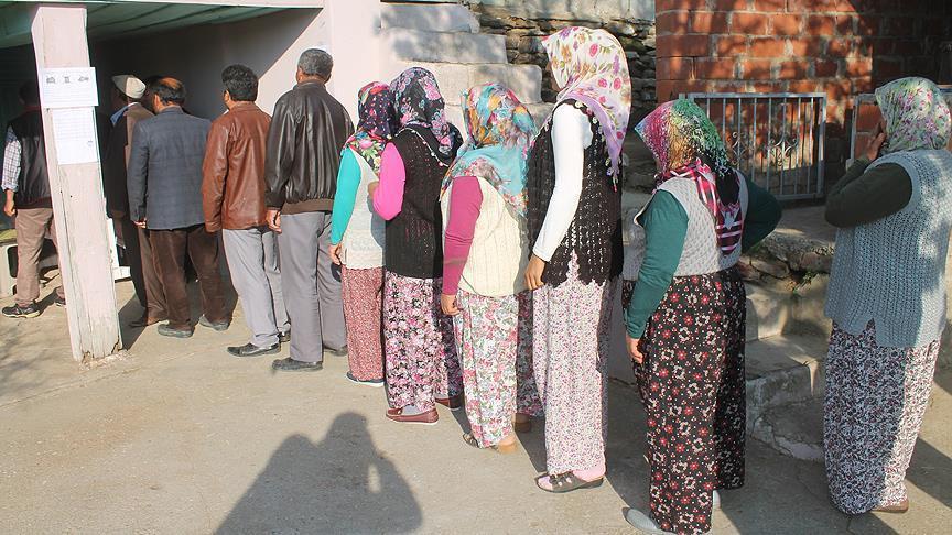 12 seçmenin oy kullanma işlemi 12 dakika sürdü