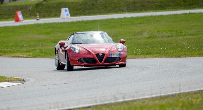 Alfa Romeo direksiyonu Maserati'ye kırdı