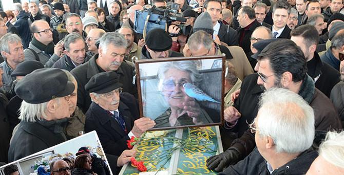 Beşir Atalay yanlış cenazeye katıldı