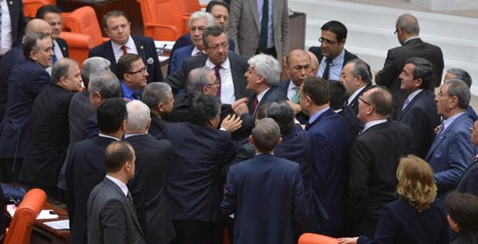 MHP'li vekile 2 oturum uzaklaştırma cezası
