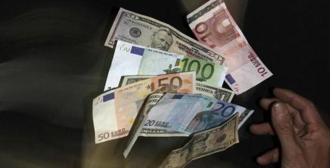 Euro 12 yılın en düşüğünde