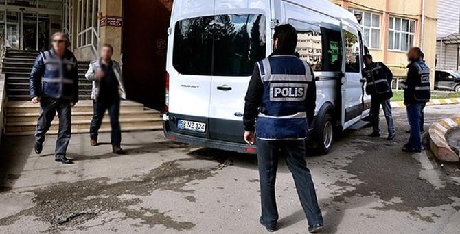 """""""Paralel yapı"""" operasyonunda 3 polise tutuklama"""
