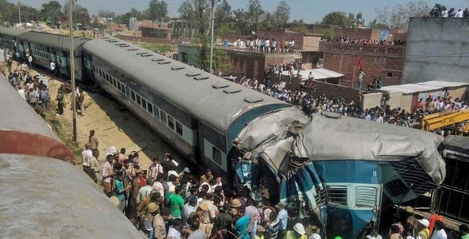 Hindistan'da tren kazası: 31 ölü