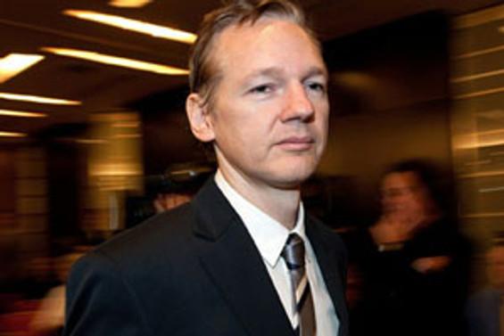 Assange, Google'ı suçladı