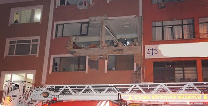 Dergi ofisine bombalı saldırı: 1 ölü, 3 yaralı