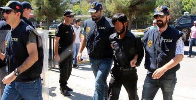 Türk bayrağını indirene 13 yıl ceza