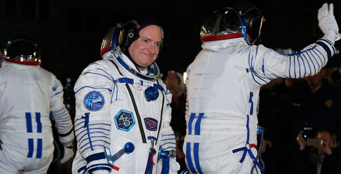 İki uzay adamı 1 yıllığına uzaya gönderildi