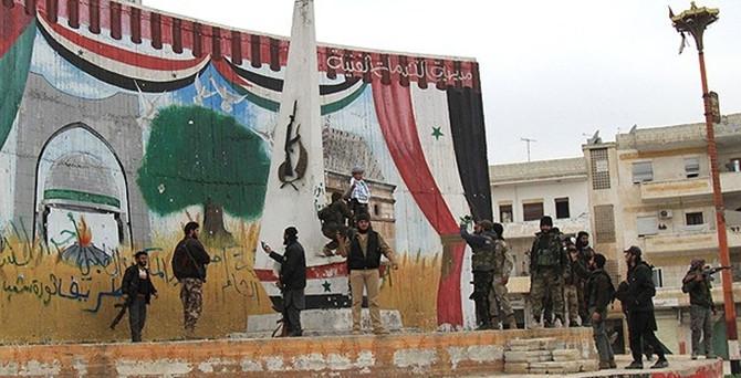 İdlib kenti El Nusra'ya geçti