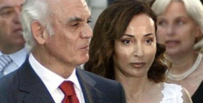 Eski bakanın eşi hastaneden kaçtı