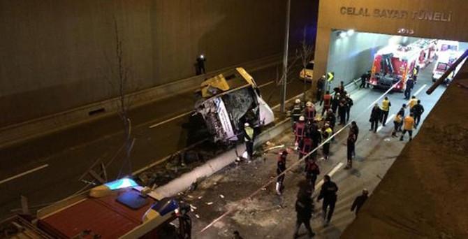 Halk otobüsü köprüden uçtu: 1 ölü,12 yaralı