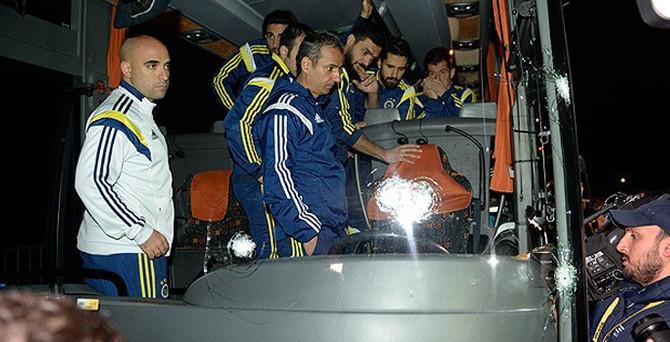 Fenerbahçe otobüsüne silahlı saldırı!