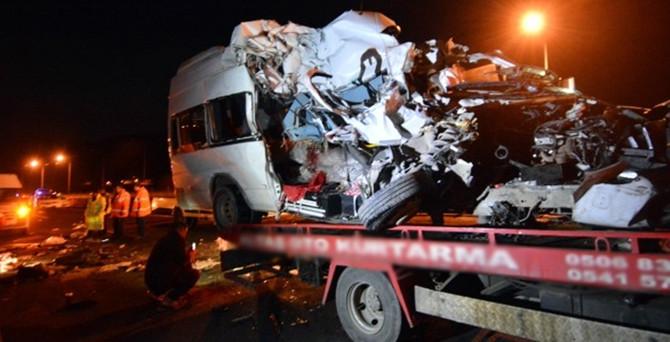 Düğün dönüşü feci kaza: 7 ölü, 10 yaralı!