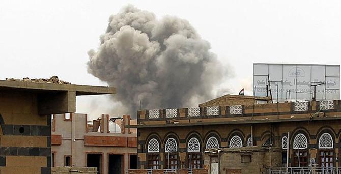 Silah depoları bombalandı