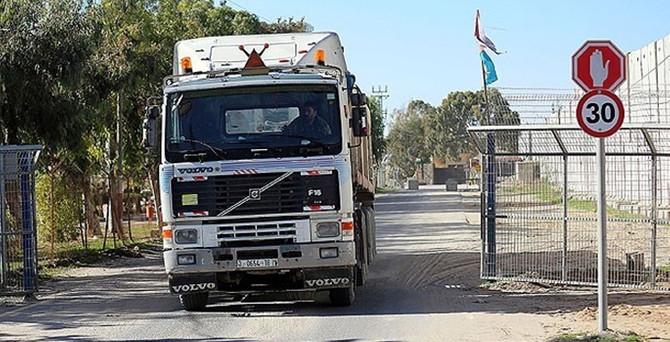 İsrail sınırı ürün geçişine açtı