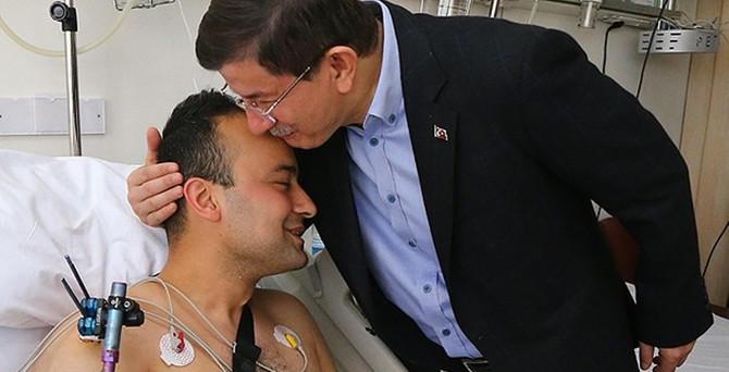 Davutoğlu yaralı askerleri ziyaret etti
