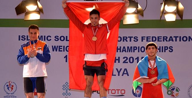 Ismayilov'dan 3 altın madalya