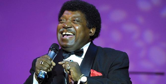 """Ünlü """"R&B"""" şarkıcısı vefat etti"""