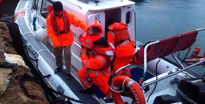 Feribot karaya oturdu, yolcular 14 saat kurtarılmayı bekledi