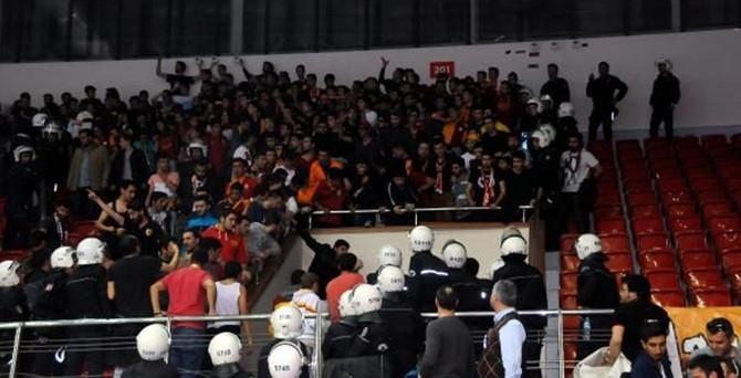 Fenerbahçe- Galatasaray derbisinde olay
