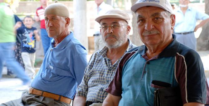 Emekliler güçlerini birleştirdi