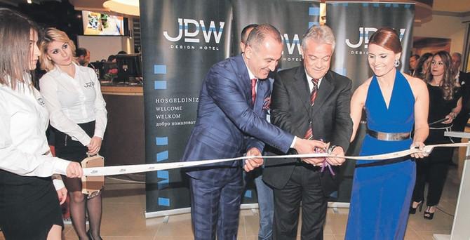 JDW, Hollanda'da kazandığını Türkiye'de turizme yatırıyor