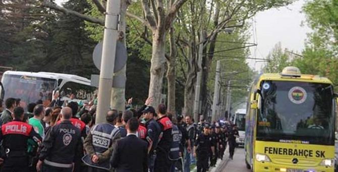 Fenerbahçe takım otobüsüne pet şişeli saldırı