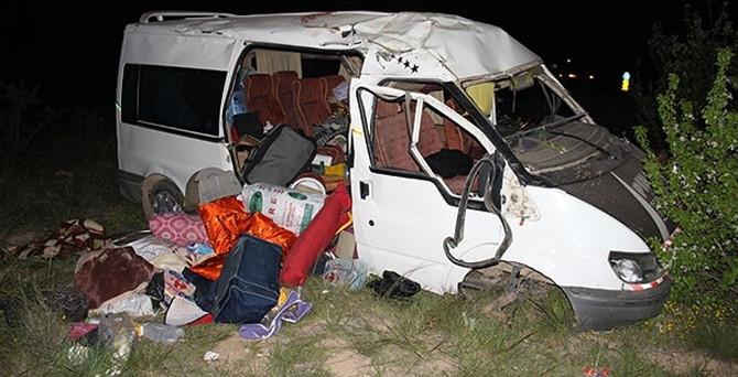 Tarım işçilerini taşıyan minibüs devrildi: 3 ölü