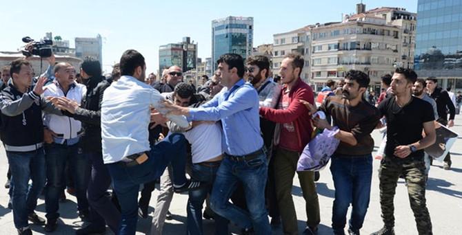Taksim karıştı: Suriyeli eylemcilere müdahale