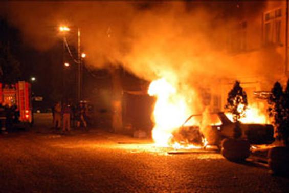 İstanbul ve Aydın'da 16  araç kundaklandı
